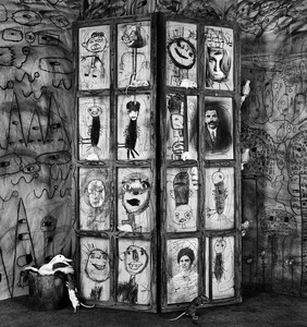 "Onlookers. From the series ""Asylum of the Birds"" © Roger Ballen"