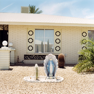 Front yard, from the series Sun City © Peter Granser