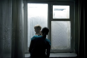 During a two-month period in the winter, the sun doesn't rise above the horizon. This polar night means that the body is deprived of melatonin-giving light. This can lead to a loss of deep sleep, irritation, fatigue and depression. Most apartments in Norilsk are equipped with UV lamps to simulate natural light. © Elena Chernyshova