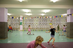 To compensate for the fact that children often spend months indoors, the schools have large closed spaces. This allows the children to enjoy such activities as cycling and running. © Elena Chernyshova