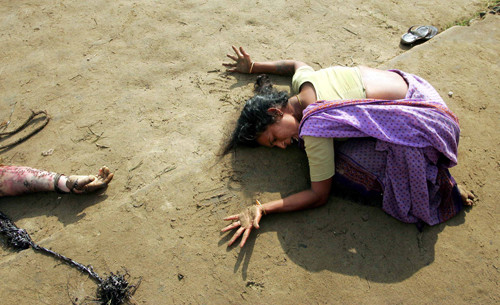 World Press Photo of the Year 2004<BR>© Arko Datta, India, Reuters, Mourning a tsunami victim, Tamil Nadu, India, 28 December<BR><BR>A woman mourns a relative killed in the tsunami, at Cuddalore in Tamil Nadu, India. On December 26 a massive earthquake off the coast of Sumatra, Indonesia, triggered a series of deadly waves that traveled around the Indian Ocean.