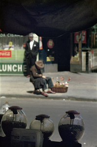 New York, 1954 © Saul Leiter / courtesy Howard Greenberg Gallery, New York