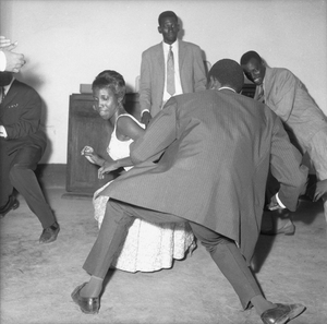 © Malick Sidibé, Dance the Twist, 1965, gelatin silver print, 50 x 60 cm. Courtesy of Fifty One Fine Art Photography.