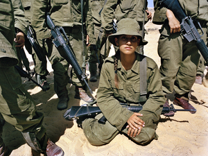 Hani during instruction on hand grenade throwing, Southern Israel, 2005 © Rachel Papo