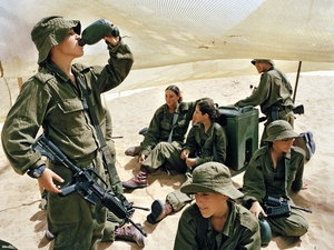 Waiting for the hand grenade throwing practice, Southern Israel, 2005 © Rachel Papo