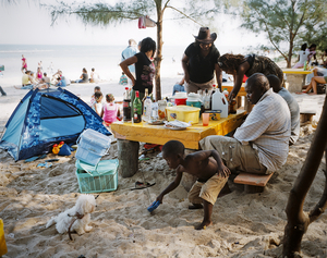 2nd prize Daily Life Singles. © Joan Bardeletti, France. Sunday picnic, Mozambique