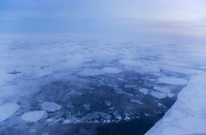 Polar day, Laptev sea. December 2007 © Evgenia Arbugaeva