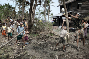 3rd prize General News Stories. © Olivier Laban Mattei, France, Agence France-Presse. Myanmar (Burma) cyclone aftermath, May