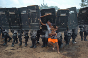 1st prize General News Singles. © Luiz Vasconcelos, Brazil, Jornal A Crítica/Zuma Press. Woman tries to stop forced eviction of her people, Manaus, Brazil, 10 March