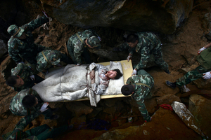 1st prize Spot News Singles. © Chen Qinggang, China, Hangzhou Daily. Rescue troops carry earthquake survivor, Beichuan County, China, 14 May