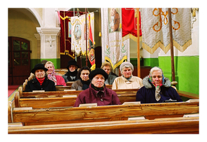 "Members of women's club ""Let us be together"" in Kraziai church, October 2002 © Mindaugus Kavaliauskas"