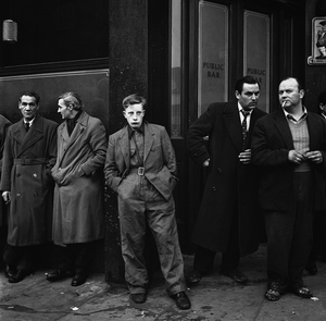 Outside Pentonville prison where their friend was being hanged, London, 1958 © Philip Jones Griffiths