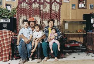 Antonio Mora and family, 2006  © Andrew Phelps