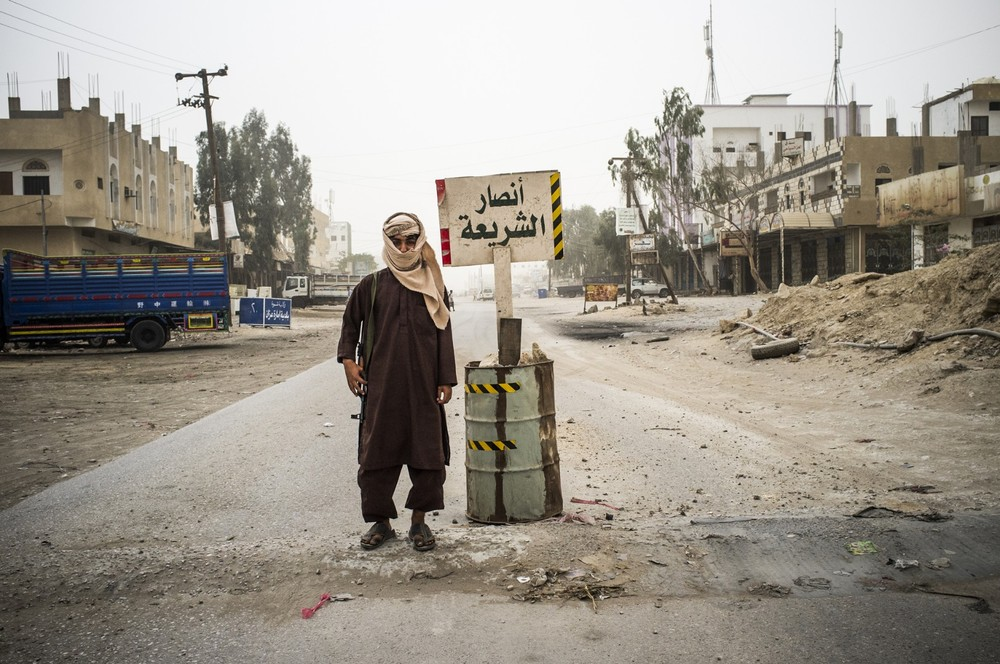 A foreign Al-Qaeda fighter manning a checkpoint in the town of Azzan, 19 March 2012 © Ghaith Abdul-Ahad, courtesy of Houston Center For Photography
