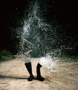 Wasserstiefel (Water boots) © Roman Signer, courtesy of Prix Pictet 2008