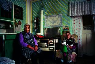 Kokeny Gezane and Barkoczi Sandorne. Ibolya ut, Hevesaranyos. © Joakim Eskildsen. Courtesy of Steidl.