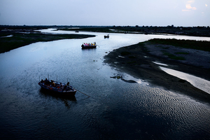 Vrindavan, India, 2009 - The Yamuna river, one of the seven sacred rivers according to the Hindus, runs through the city gathering pilgrims from all over the country. © Massimiliano Clausi/POSSE Photographers