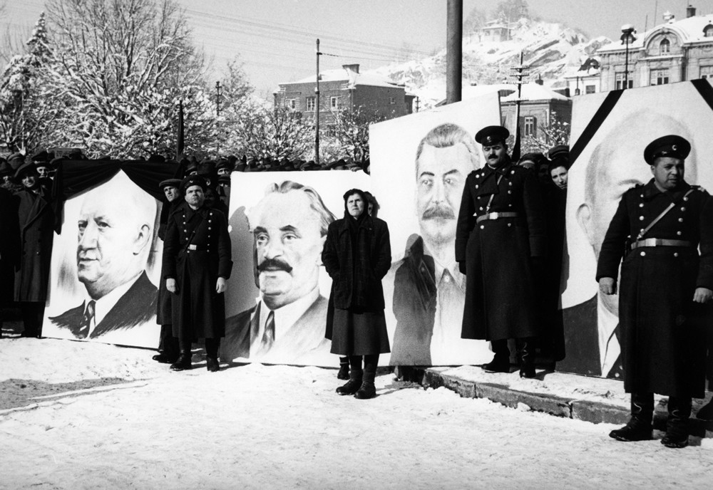 Death of a communist leader, from The Unknown Photographer (1950-1956) © Svetlana Bahchevanova (Bulgaria), from the exhibition Behind Walls: Eastern Europe before 1989. Courtesy of the Noorderlicht Photofestival 2008.