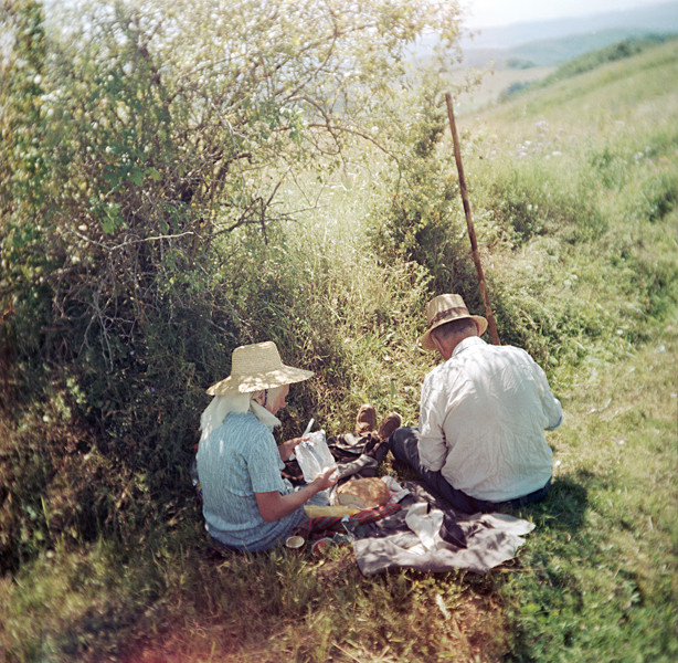 Lunch break (Siklód, Romania, 2005) © Tamas Paczai