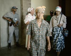 Allpay, 2008 © Mikhael Subotzky/Magnum Photos