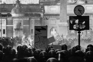 Thousands of rioters in Piazza del Popolo clash with riot police after the Senate and Lower House vote of confidence that resulted in a razor-thin victory for Berlusconi to continue his mandate. Rome, Italy. 14 December  2010. © Riccardo Budini / UnFrame
