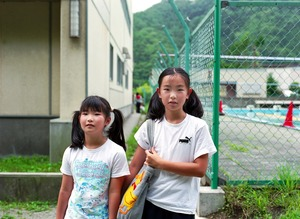 Kobayashi Sisters, Iwate (The school behind them was destroyed in the 2011 Tohoku Earthquake/Tsunami)© Takahiro Kaneyama
