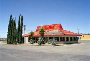 Pizza Hut (abandoned) – U.S. Route 70 | Alamogordo, New Mexico, USA. © Robert Harding Pittman