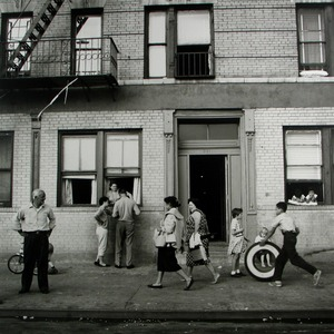 East 108th Street, New York, NY, 28 September 1959 © Vivian Maier/John Maloof Collection. Courtesy Howard Greenberg Gallery, New York