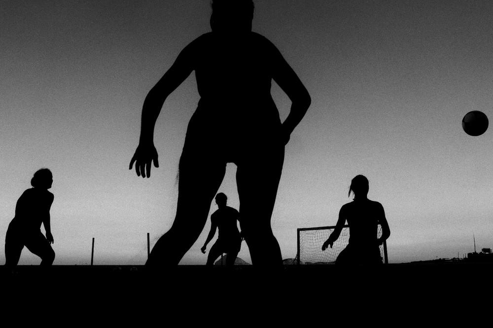 Soccer at Ipanema beach in Rio de Janeiro © Daniel Kfouri