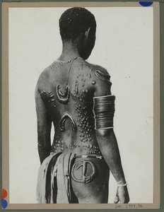 "Tattoo ""embroidered"" on the back of a native. Body ornamentation obtained by scarification, 1935 © Quai Branly"