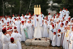 Mt. Grizim, May 07 - Samaritans performing Shavuot pilgrimage ceremony © Natan Dvir