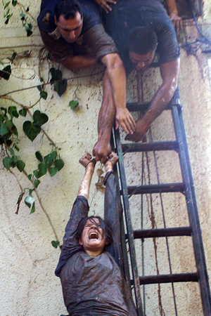 Homesh, Aug 05 - Young Jewish settler taken down in handcuffs during the evacuation of Homesh © Natan Dvir