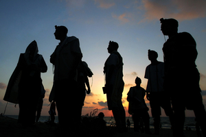 Shirat Hayam, Aug 05 - Jewish settlers during evening prayer at the beach on 9th of Av © Natan Dvir