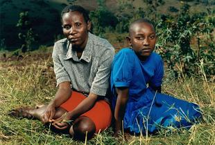 Justin with her daughter Alice, Rwanda.  © Jonathan Torgovnik.