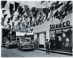 Berenice Abbott, Sunoco Station, Trenton, New Jersey, 1954 Gelatin silver print, 19 x 24.5 cm Ronald Kurtz / Commerce Graphics © Berenice Abbott / Commerce Graphics Ltd, Inc.