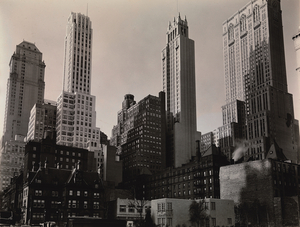 Berenice Abbott, Park Avenue and 39th Street, New York City, October 8, 1936 Gelatin silver print, 19 x 24.5 cm Museum of the City of New York. Gift of the Metropolitan Museum of Art © Berenice Abbott / Commerce Graphics Ltd, Inc.