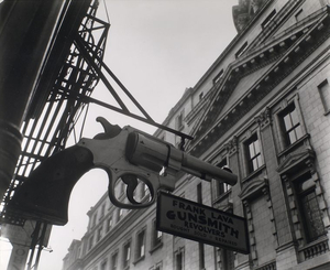 Berenice Abbott, Gunsmith and Police Department Headquarters, 6 Centre Market Place and 240 Centre Street, New York City, February 4, 1937 Gelatin silver print, 19 x 24.5 cm Museum of the City of New York. Gift of the Metropolitan Museum of Art © Berenice Abbott / Commerce Graphics Ltd, Inc.