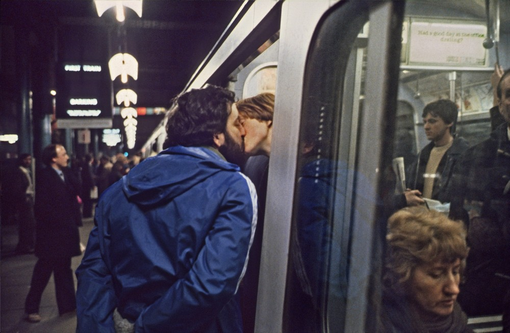 Parting Kiss © Bob Mazzer, courtesy of Howard Griffin Gallery