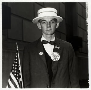 Boy with a straw hat waiting to march in a pro-war parade, N.Y.C., 1967, © The Estate of Diane Arbus LLC, Courtesy Jeu de Paume