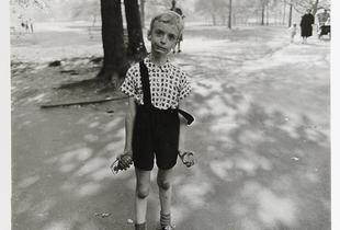 Child with a toy hand grenade in Central Park, N.Y.C., 1962, © The Estate of Diane Arbus LLC, Courtesy Jeu de Paume
