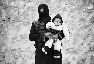 """Fadwa, 20 years old, widow with 3 children: """"My husband died on the front lines, I will die on the front lines, may God help us."""" © Sebastiano Tomada"""