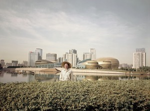 In Shanghai, 2008 © Wang Tong, Galerie Magda Danysz