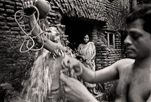 Maya Rani Shingho waiting at the public bath. Shakhari Bazar, 2004. © Munem Wasif