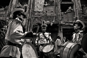 A band at a wedding. Shakhari Bazaar, 2006. © Munem Wasif