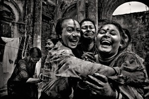 A joint family celebrating holi. Shakhari Bazaar, 2006. © Munem Wasif