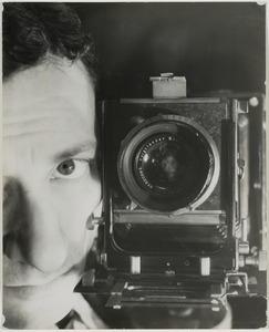 Portrait with photo camera, 1932-1937 © Blumenfeld, Galerie The Minotaur