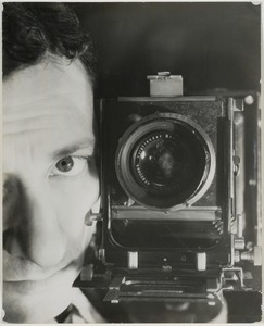 Portrait with photo camera, 1932-1937 © Blumenfeld, Galerie The Minotaur