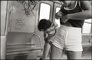 On the A train to Rockaway Beach, 1978 © Susan Meiselas, Galerie Catherine et André Hug