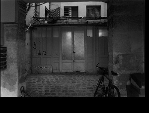 Courtyard, rue de la Vrilliere, September 27, 1997, © Christopher Rauschenberg.