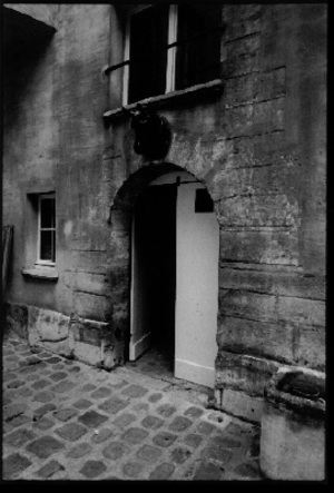 Courtyard, 12, rue Chapon, 1998,  © Christopher Rauschenberg.